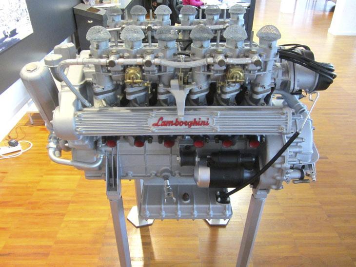 фото двигателя в музее Lamborghini