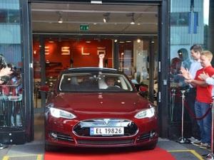 фото автомобиля Tesla