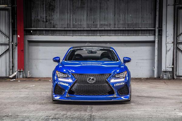 Lexus RC F перед
